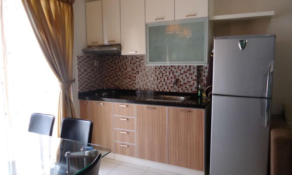 dapur apartemen mediterania