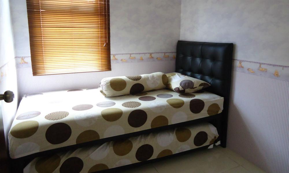 kamar tidur apartemen mediterania